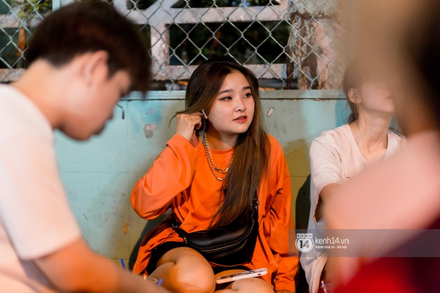Ngồi trà dâu Đen Vâu ở Sài Gòn hóng chuyện: Giới trẻ quẹt Tinder mỏi tay, sẵn nghe 7749 cái drama showbiz - Ảnh 17.