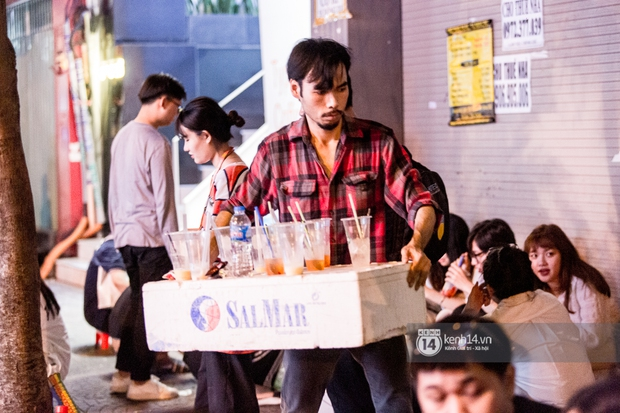 Ngồi trà dâu Đen Vâu ở Sài Gòn hóng chuyện: Giới trẻ quẹt Tinder mỏi tay, sẵn nghe 7749 cái drama showbiz - Ảnh 11.