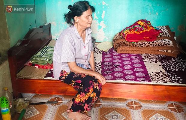 Xót xa cảnh bà cụ mù sống trong căn nhà xập xệ 10m2: Ngày ăn 2 bữa như một, chỉ có cơm mỡ trộn mắm - Ảnh 2.