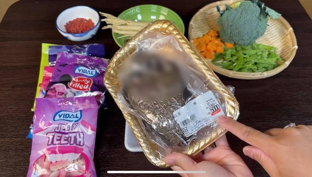 """""""Đột nhập"""" siêu thị Quỳnh Trần JP mua chân gấu ở Nhật, phát hiện sự thật """"rùng mình"""" tới mức này - Ảnh 1."""