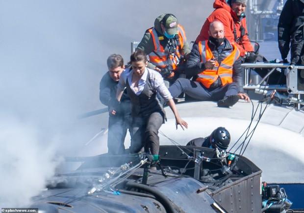 Thót tim nhìn Tom Cruise xả thân cứu ekip thoát chết ở phim trường Điệp Vụ Bất Khả Thi 7 - Ảnh 3.