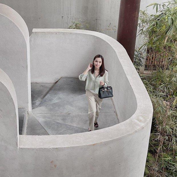 """Nhan sắc vợ Văn Quyết ngày càng """"thăng hạng"""", netizen ước ao qua 30 tuổi cũng chỉ cần xinh như thế - Ảnh 3."""
