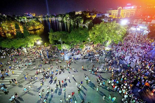 NÓNG: Hà Nội tạm dừng tổ chức lễ hội và các tuyến phố đi bộ để phòng, chống Covid-19 - Ảnh 1.