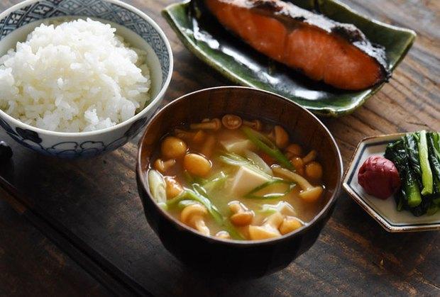 Cùng coi cơm là thực phẩm chính, tại sao người Nhật có tuổi thọ trung bình rất cao so với các nước? Hóa ra là nhờ 3 bí quyết - Ảnh 3.