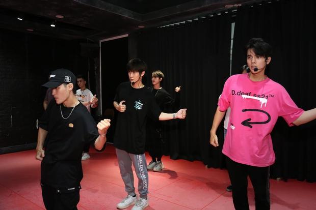 Boygroup Vpop khoe cả 7 thành viên đều 6 múi rất mlem, nhưng sắp debut mà chẳng thấy hát hò nhảy múa gì nhỉ? - Ảnh 20.