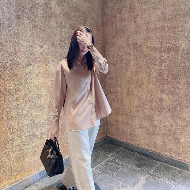 """Nhan sắc vợ Văn Quyết ngày càng """"thăng hạng"""", netizen ước ao qua 30 tuổi cũng chỉ cần xinh như thế - Ảnh 4."""
