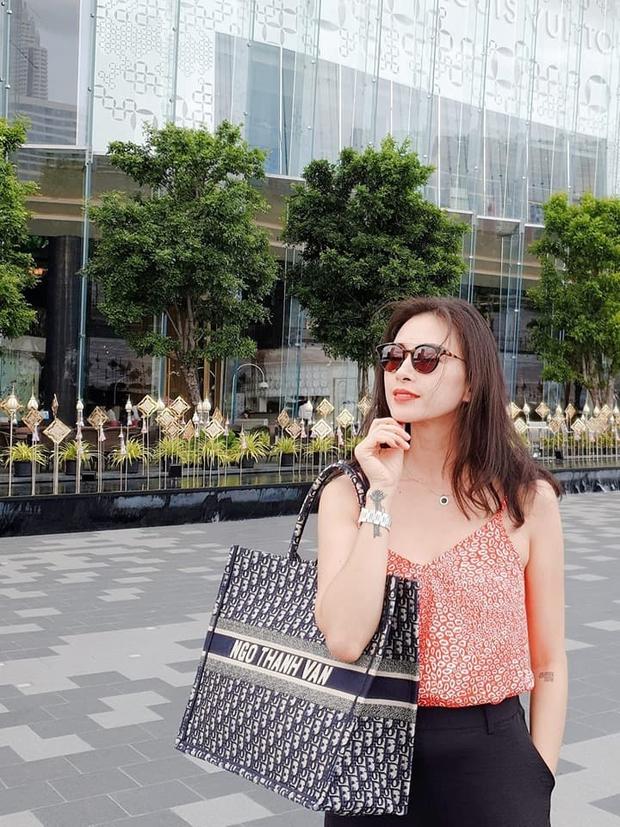 Phanh Lee mua túi gần trăm triệu nhưng họa tiết chẳng khác gì mặt ghế trăm nghìn đồng - Ảnh 8.