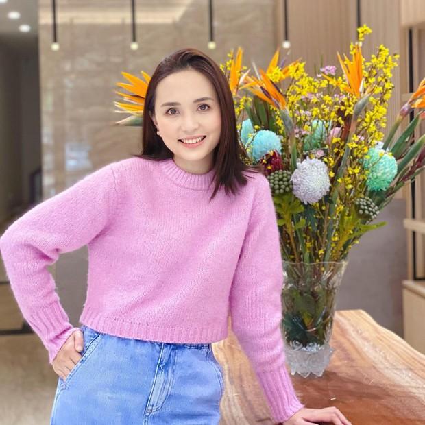"""Nhan sắc vợ Văn Quyết ngày càng """"thăng hạng"""", netizen ước ao qua 30 tuổi cũng chỉ cần xinh như thế - Ảnh 2."""