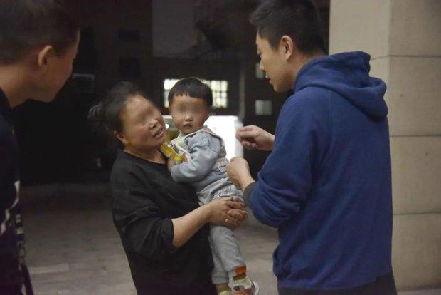 Bố bán con trai ruột lấy nửa tỷ hàn gắn tình cảm với dì ghẻ, câu chuyện trong quá khứ cũng gây phẫn nộ không kém - Ảnh 6.