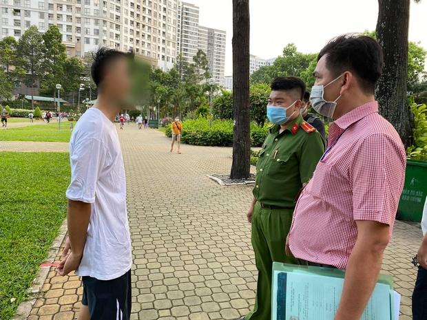 TP.HCM: Tập thể dục không đeo khẩu trang, nam sinh viên bị phạt 1,5 triệu đồng - Ảnh 3.