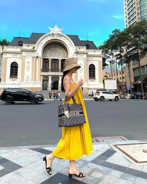 Có 1 mẫu váy đi biển siêu xinh mà từ Hà Hồ tới Kaity Nguyễn đều ưng nổ đĩa, quá hợp để diện đi du lịch luôn! - Ảnh 3.