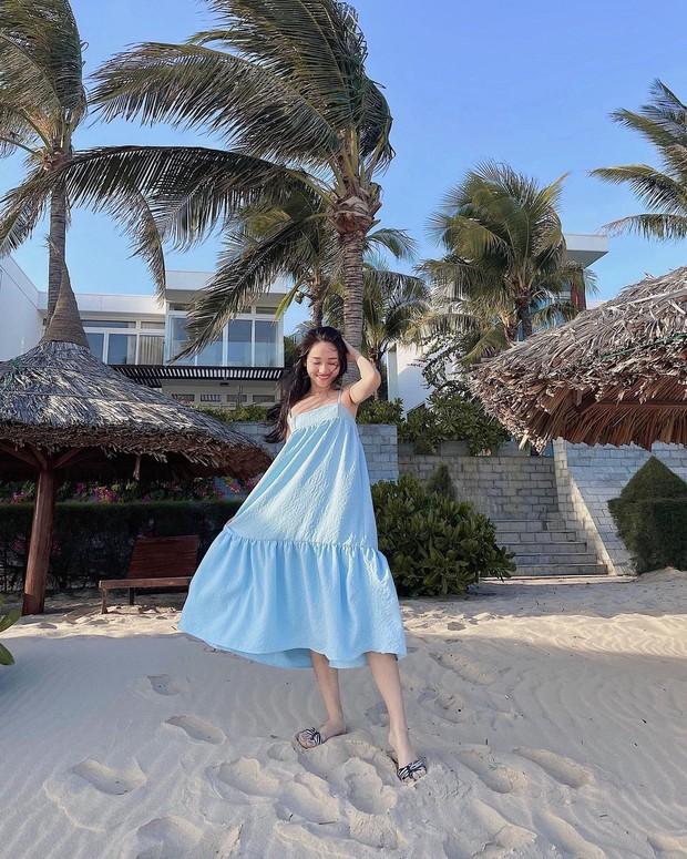 Có 1 mẫu váy đi biển siêu xinh mà từ Hà Hồ tới Kaity Nguyễn đều ưng nổ đĩa, quá hợp để diện đi du lịch luôn! - Ảnh 6.