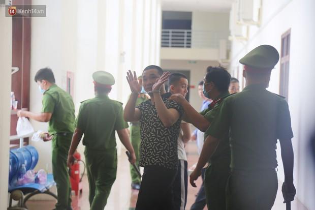 Ông trùm ma túy Văn Kính Dương cùng người tình Ngọc Miu cười tươi đến tòa, các bị cáo xin giảm nhẹ hình phạt - Ảnh 10.