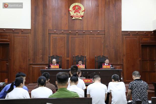 Ông trùm ma túy Văn Kính Dương cùng người tình Ngọc Miu cười tươi đến tòa, các bị cáo xin giảm nhẹ hình phạt - Ảnh 2.