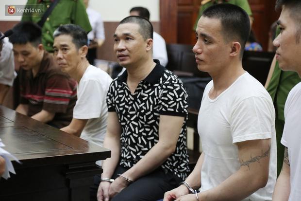 ẢNH: Ông trùm ma túy Văn Kính Dương và người tình Ngọc Miu tay nắm chặt tay, hôn nhau thắm thiết trước giờ tuyên án - Ảnh 7.