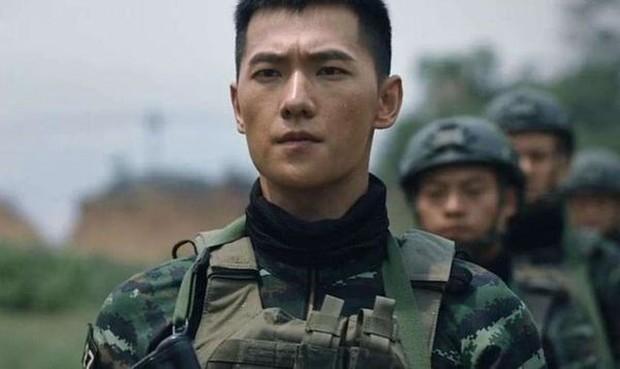 Rộ tin Dương Dương đóng lính cứu hỏa trong phim mới, dân tình đã vội chê anh kém nam tính, rắn rỏi - Ảnh 5.