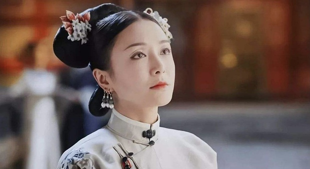 Ẩn ý phía sau búi tóc cồng kềnh của phụ nữ triều đại nhà Thanh: Tốn nhiều giờ tạo kiểu, cài đủ thứ lên đầu đâu chỉ để làm đẹp - Ảnh 6.