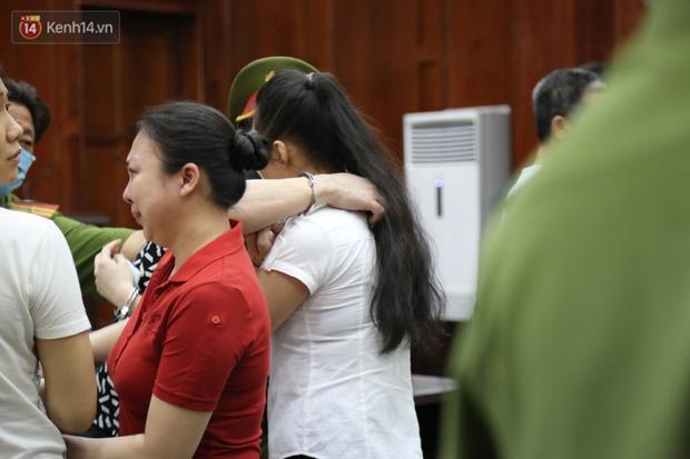 Y án tử hình ông trùm ma túy Văn Kính Dương, Ngọc Miu khóc nức nở, ôm chia tay người tình - Ảnh 10.