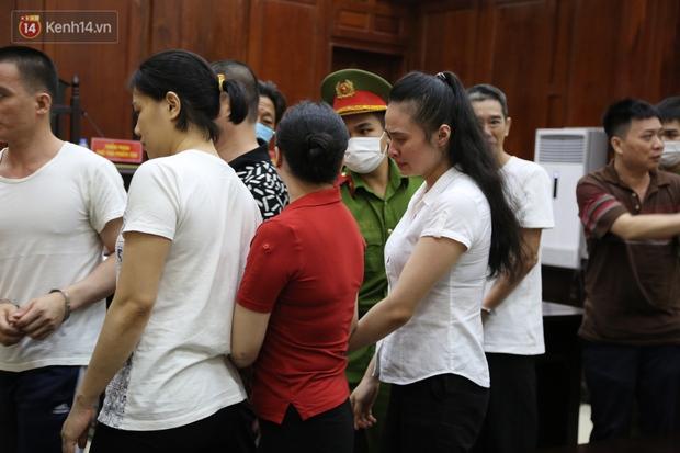 Y án tử hình ông trùm ma túy Văn Kính Dương, Ngọc Miu khóc nức nở, ôm chia tay người tình - Ảnh 12.