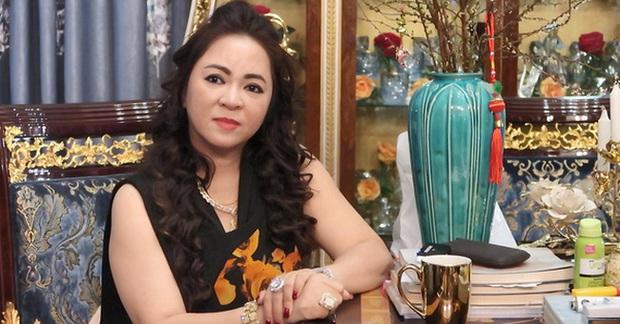 Bị vợ Dũng lò vôi réo tên căng đét, NS Hoài Linh lộ diện với màn giả gái xuất thần và thái độ gây chú ý bên NS Lê Giang - Ảnh 6.