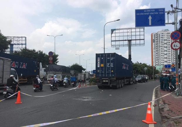 Va chạm với xe container, nữ sinh viên ở TP.HCM bị cán tử vong thương tâm - Ảnh 2.