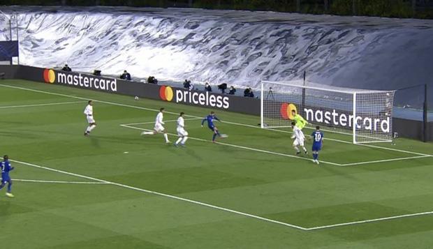 Benzema ghi bàn đẳng cấp, Real thoát thua Chelsea - Ảnh 2.