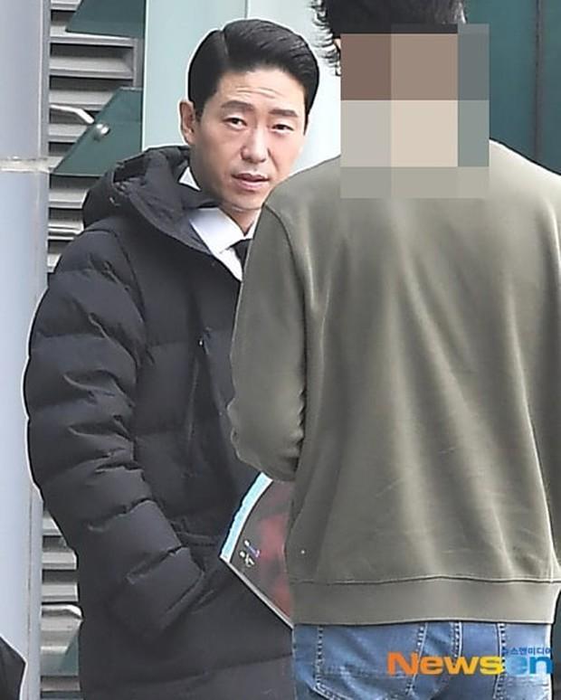 Lộ ảnh hậu trường đầu tiên của Penthouse 3: Dượng Ju ra tù rồi yêu lại từ đầu với ác nữ Cheon hả? - Ảnh 3.