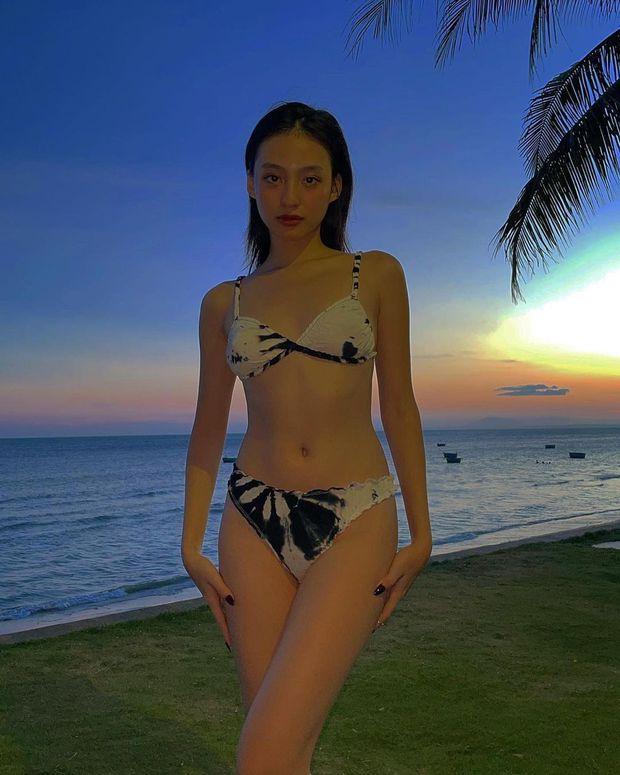 Vì sao con gái luôn selfie với bikini qua gương? Đơn giản thôi, hack dáng khoe đường cong và trông nét đẹp ảo diệu hơn! - Ảnh 2.
