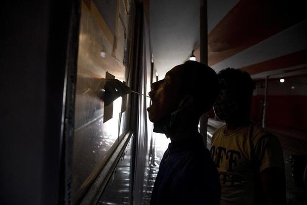 Ấn Độ liên tiếp lập kỷ lục ca mắc mới, Thái Lan có số người tử vong theo ngày cao nhất - Ảnh 1.