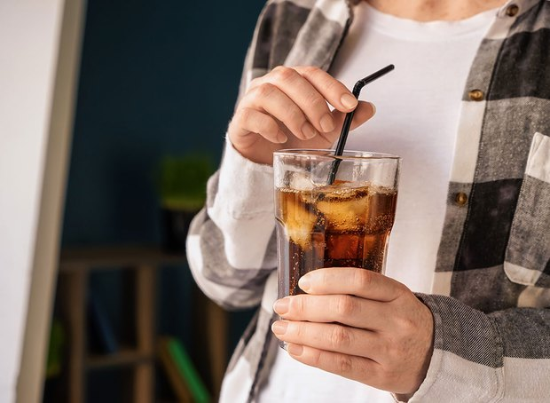 4 loại đồ uống hại thận, gây suy thận, bệnh thận mãn tính nhưng lại là thứ yêu thích của nhiều người trẻ - Ảnh 2.