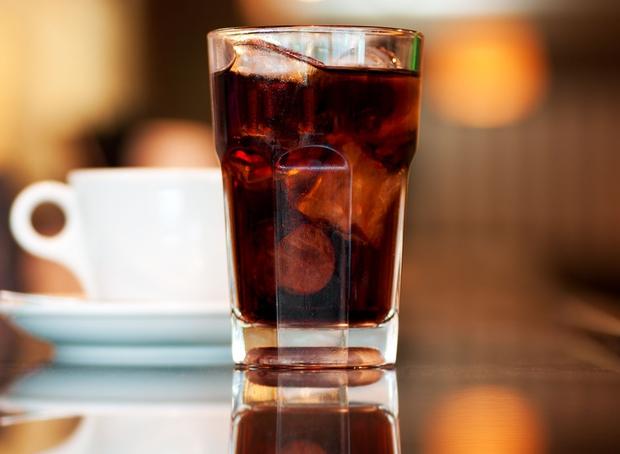 4 loại đồ uống hại thận, gây suy thận, bệnh thận mãn tính nhưng lại là thứ yêu thích của nhiều người trẻ - Ảnh 1.