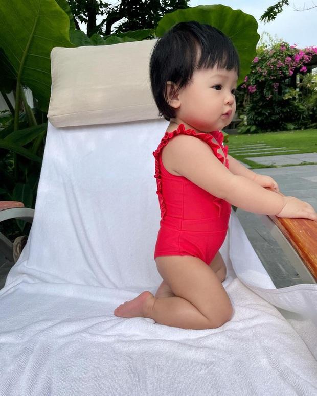 Đàm Thu Trang tóm gọn khoảnh khắc Cường Đô La bế con nhún nhảy giữa hồ, mà nhìn bé Suchin căng thẳng hết sức - Ảnh 5.