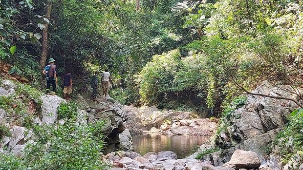 Cách ly 11 người dân tự ý cắt rừng sang Lào dự lễ bốc mả - Ảnh 1.