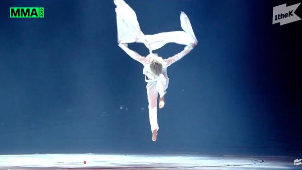 Jimin (BTS) có sân khấu múa huyền thoại nhưng sẽ hoàn hảo hơn nếu... đừng quên kéo khoá quần - Ảnh 6.
