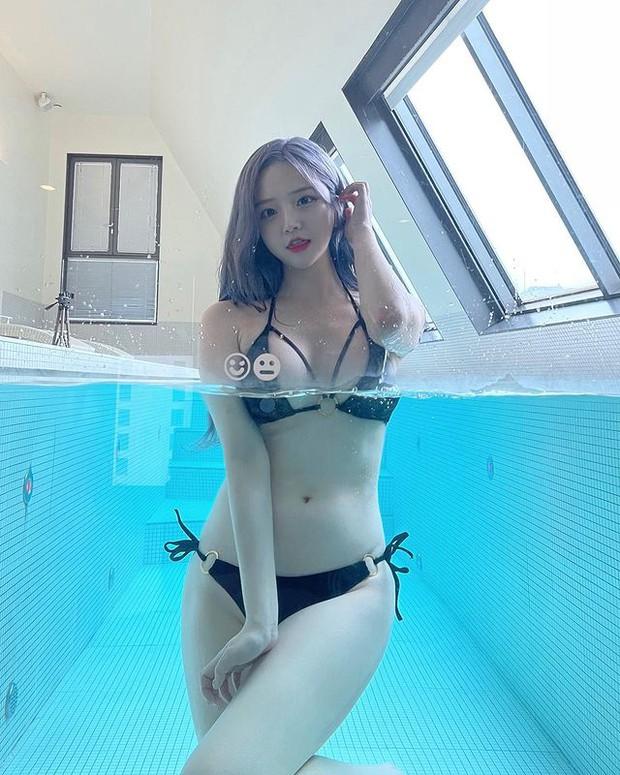 Đu trend livestream đi tắm siêu gợi cảm, nữ streamer mặt học sinh body phụ huynh khiến dân mạng đổ đứ đừ - Ảnh 2.