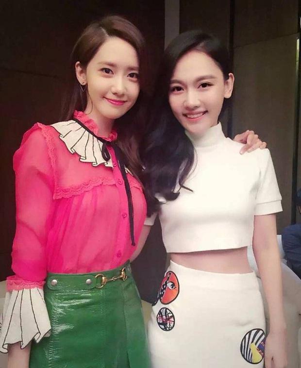 """Yoona diện váy bánh bèo xinh ngất nhưng vẫn bị """"giật spotlight"""" bởi mỹ nhân cá tính bên cạnh - Ảnh 5."""