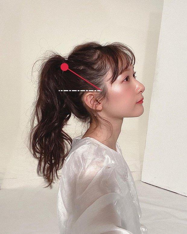 Muốn buộc tóc đuôi ngựa thật trẻ xinh mà không lộ hói như sao Hoa - Hàn thì bạn phải nhớ kỹ bước này - Ảnh 2.