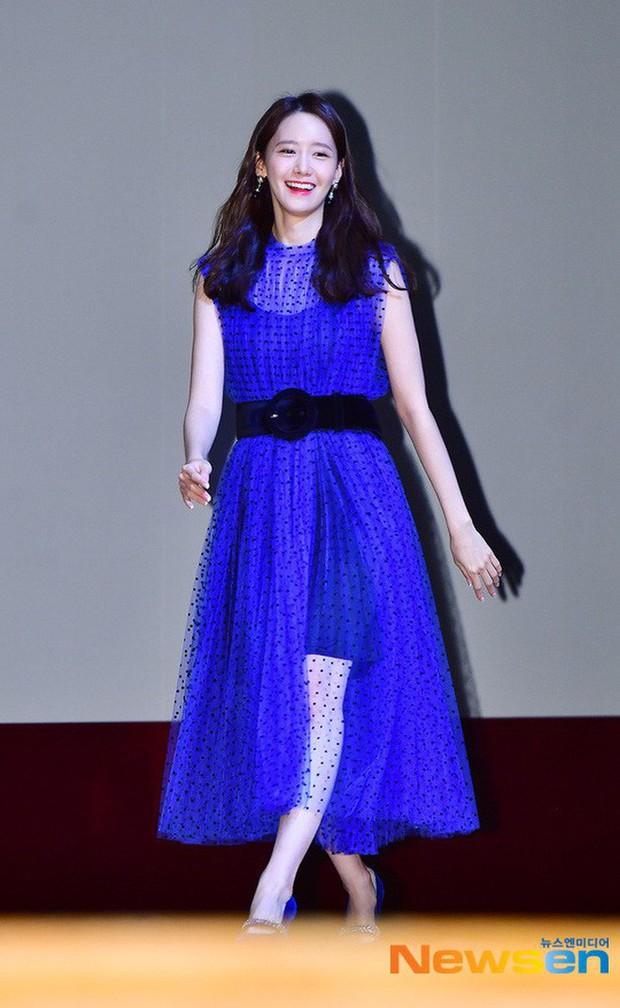 """Yoona diện váy bánh bèo xinh ngất nhưng vẫn bị """"giật spotlight"""" bởi mỹ nhân cá tính bên cạnh - Ảnh 8."""