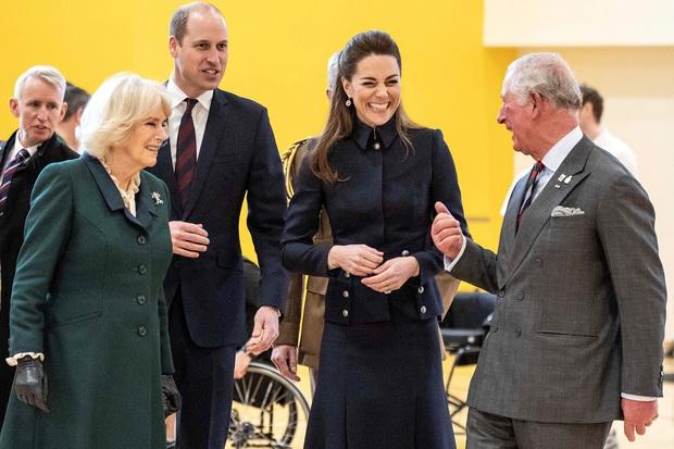 """Hoàng tử William """"không bao giờ tha thứ cho Meghan"""", dự định cắt bỏ hoàn toàn vợ chồng Harry khỏi hoàng gia vì một lý do - Ảnh 2."""