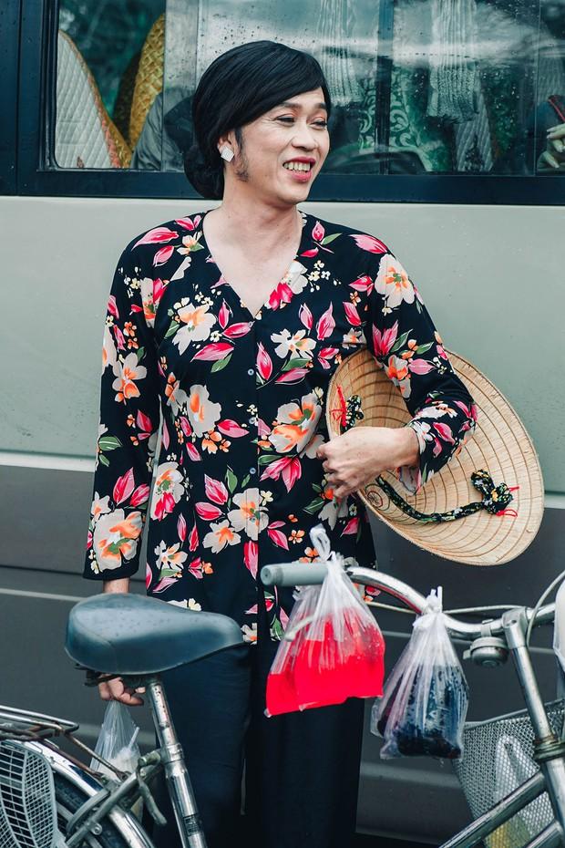 Bị vợ Dũng lò vôi réo tên căng đét, NS Hoài Linh lộ diện với màn giả gái xuất thần và thái độ gây chú ý bên NS Lê Giang - Ảnh 4.