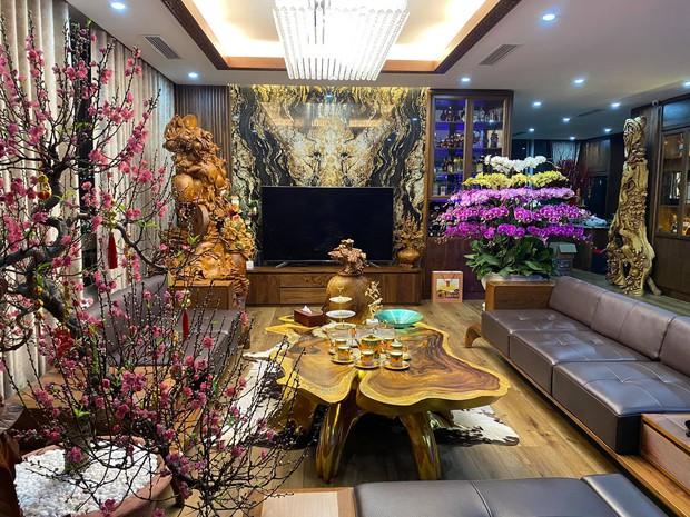 Nhà phố 450m2 của vợ chồng Hà Nội khiến dân tình loá mắt vì như biệt phủ gỗ, có món nặng đến mức cần 25 người khiêng - Ảnh 2.