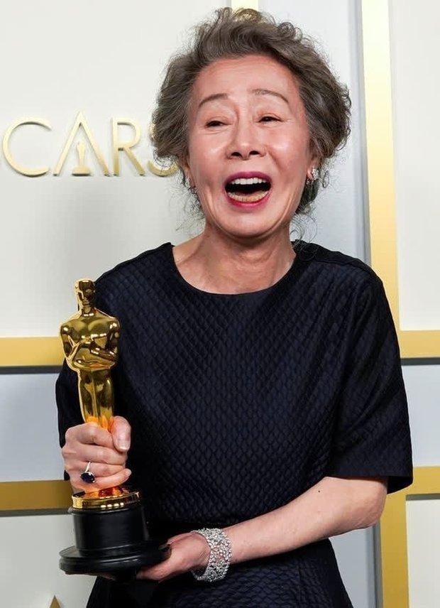 Sao Hàn 74 tuổi làm nên lịch sử ở Oscar: Đóng phim để có tiền nuôi 2 con trai và kỳ tích như cú tát thầm lặng dành cho gã chồng ngoại tình - Ảnh 3.