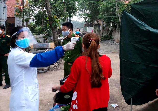 Xác định hơn 30F1, khoanh vùng 20 hộ dân, lập 3 chốt kiểm soát liên quan đến ca dương tính SARS-CoV-2 ở Hà Nam - Ảnh 1.
