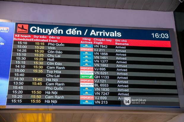 Ảnh: Tân Sơn Nhất đông nghẹt từ trong ra ngoài, các tuyến đường dẫn vào sân bay ùn tắc trước kỳ nghỉ lễ 30/4 - 1/5 - Ảnh 5.