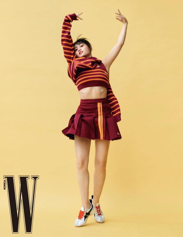Lâu lâu mới chụp tạp chí, Momo (TWICE) thả dáng toàn kiểu pose khó đỡ: Có phải đang trêu đùa fan đấy không? - Ảnh 7.