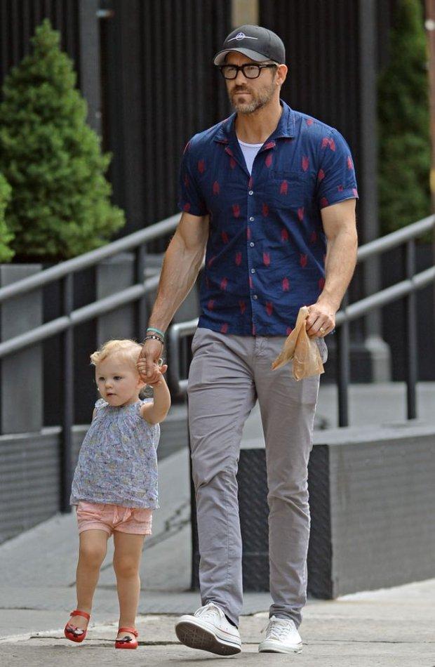 Để con gái đỡ nghiện Baby Shark, Deadpool Ryan Reynolds cho bé xem luôn phim cá mập ăn thịt người do... mẹ ruột đóng - Ảnh 3.