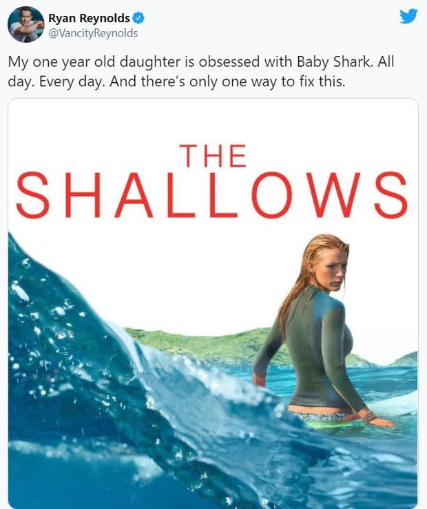 Để con gái đỡ nghiện Baby Shark, Deadpool Ryan Reynolds cho bé xem luôn phim cá mập ăn thịt người do... mẹ ruột đóng - Ảnh 2.