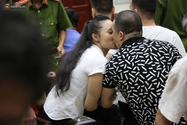 Cái kết đắng cho mối tình giữa trùm ma túy Văn Kính Dương và hot girl Ngọc Miu: Nhận hết tội trạng để bảo vệ người tình đến nụ hôn tạm biệt trước giờ nhận án tử - Ảnh 2.