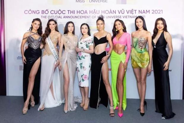 Phạm Hương bày tỏ nhớ hội chị em toàn Hoa hậu Á hậu nhưng lại xoá ảnh người khác để mình ở vị trí trung tâm? - Ảnh 2.