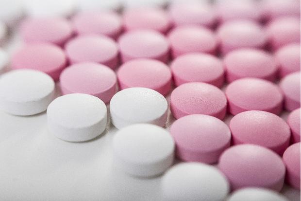 Chiêu trị chồng ngoại tình nghe thôi đã lạnh gáy: Bỏ ra hơn 300 nghìn mua thuốc khiến đàn ông liệt dương - Ảnh 1.
